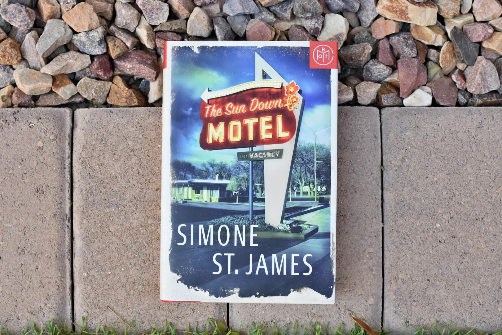 the sun down motel review - book club chat